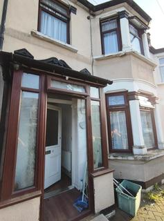 4 bedroom house to rent - Henley Road, Ilford, IG1