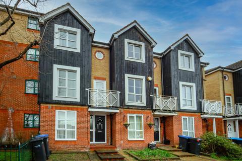 4 bedroom townhouse for sale - Thorneycroft Drive, EN3