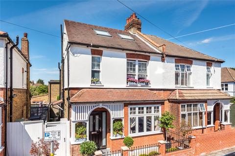 4 bedroom semi-detached house to rent - Gilbert Road, Bromley, Kent, BR1