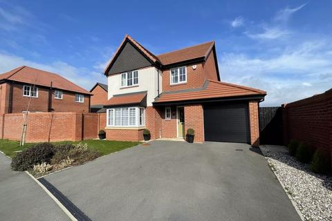 4 bedroom detached house for sale - Walton Gardens, Hutton