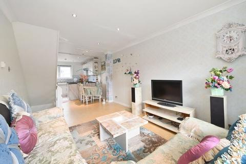 4 bedroom terraced house for sale - Capstan Square, London, E14