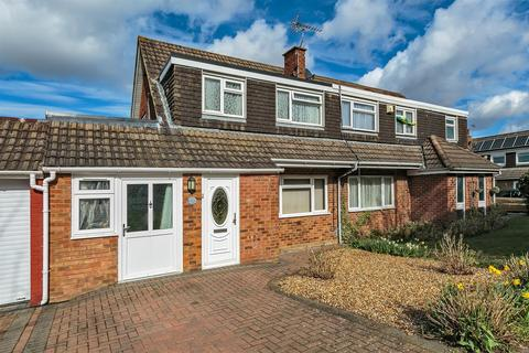 3 bedroom semi-detached house for sale - Hunter Drive, Bletchley, Milton Keynes