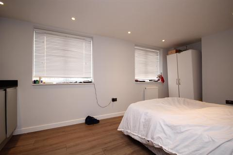 Studio to rent - Old Oak Common Lane, East Acton, W3 7EL