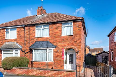 3 bedroom semi-detached house for sale - Huntingtower Road, Grantham, NG31