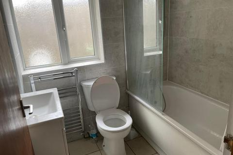 4 bedroom terraced house to rent - Leslie road , Leytonstone, Lodnon, London E11