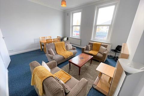 4 bedroom flat to rent - London, W12