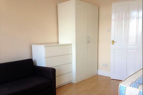 Studio to rent - Winslow Road, W6