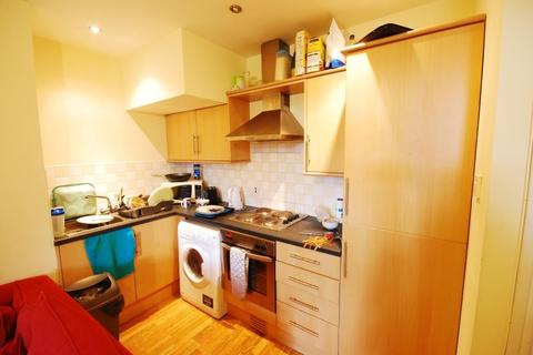 3 bedroom flat to rent - Helmsley Road, Sandyford