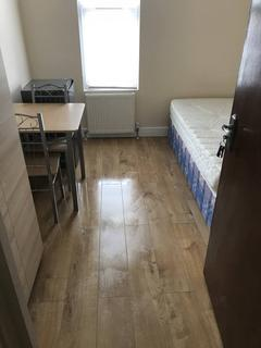 1 bedroom in a flat share to rent - Mayville Road, Ilford, IG1