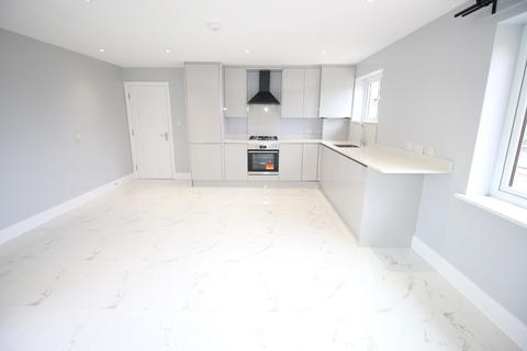 2 bedroom flat to rent - Hansa Close, SOUTHALL, Greater London, UB2
