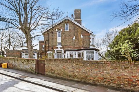 1 bedroom flat for sale - Cheviot Lodge, Eglinton Hill, London, SE18