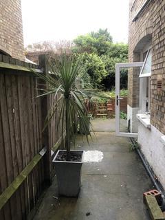2 bedroom ground floor flat for sale - Waddon Road, Croydon, London, Greater London, CR0 4LH