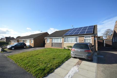 2 bedroom bungalow for sale - Beech Walk, Eastfield, Scarborough