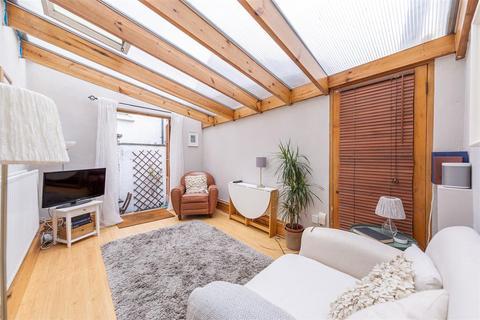 1 bedroom flat to rent - Bennerley Road, SW11