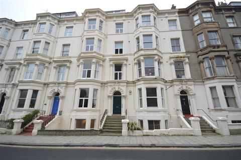 2 bedroom flat for sale - Albion Road, Scarborough