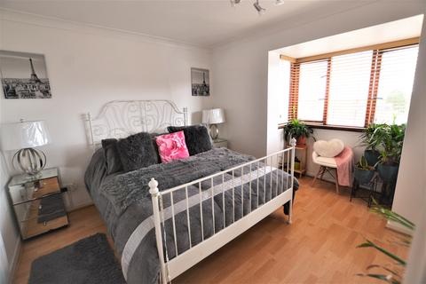 2 bedroom apartment to rent - Hattersfield Close, Belvedere DA17