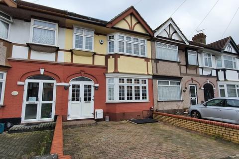 4 bedroom flat for sale - Ilfracombe Gardens, Romford