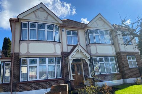 4 bedroom house to rent - Nevin Drive , Chingford , London