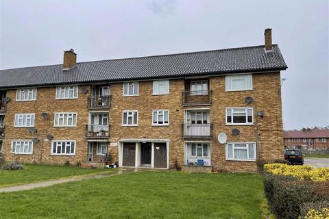 3 bedroom flat to rent - Heathcote Court, Clayhall, Essex, IG5