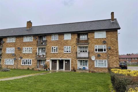 4 bedroom flat to rent - Heathcote Court, Clayhall, IG5