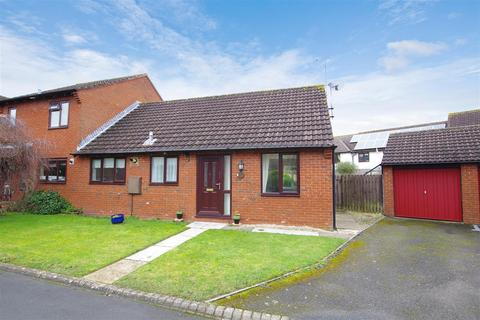 2 bedroom semi-detached bungalow to rent - Kimbers Field, Wanborough, Swindon