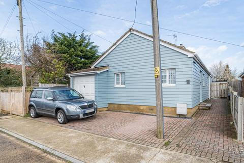 5 bedroom detached bungalow for sale - Kimberley Grove, Seasalter, Whitstable