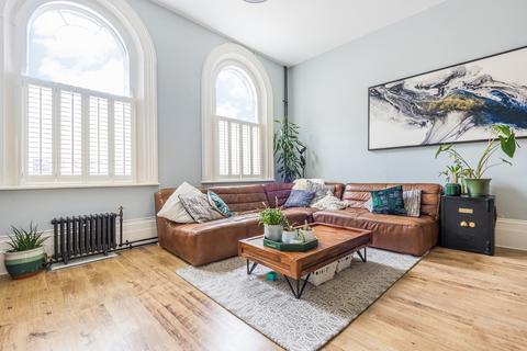 2 bedroom flat for sale - Chatham Close London SE18