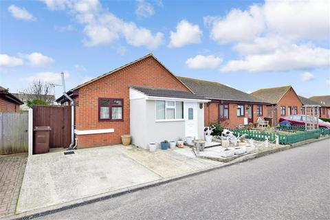 2 bedroom bungalow for sale - The Broadway, Minster On Sea, Sheerness, Kent