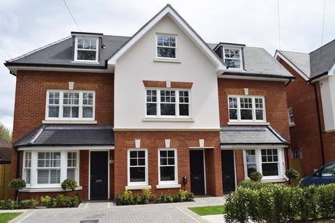 3 bedroom terraced house for sale - Westcar Lane, Hersham, Walton on Thames, KT12