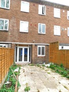 4 bedroom townhouse for sale - Vallance Road, London E1