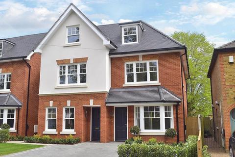 3 bedroom semi-detached house for sale - Westcar Lane, Hersham, Walton, KT12