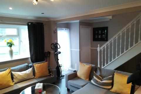 3 bedroom terraced house to rent - Apollo Close, Hornchurch, RM12 4JU