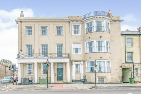 2 bedroom apartment for sale - South Quay, Great Yarmouth