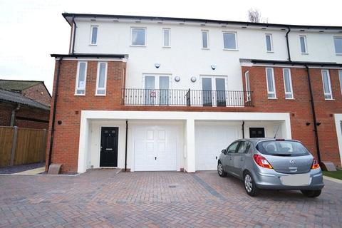 4 bedroom terraced house to rent - Treasury Mews, Bourne Road