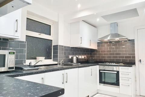 Terraced house to rent - En-suite Room, King Street, Dunstable