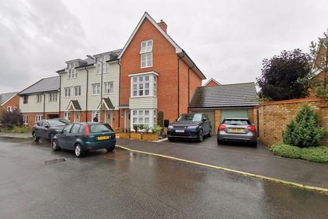 4 bedroom end of terrace house for sale - Excalibur Road, Aylesbury