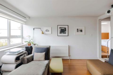 2 bedroom flat for sale - Goulden House, Bullen Street, London