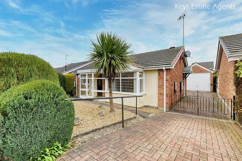2 bedroom detached bungalow for sale - Swanage Close, Meir Park