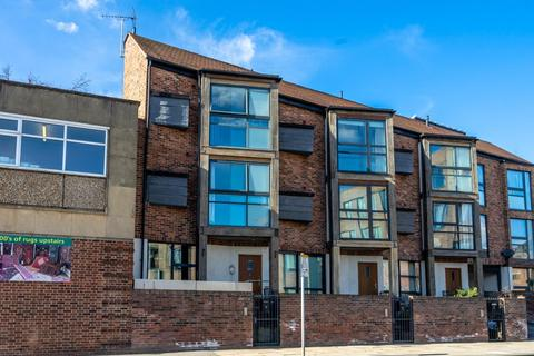 4 bedroom terraced house for sale - Peaseholme Court, The Stonebow, York