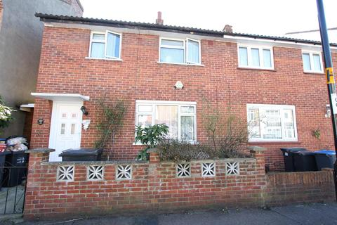 3 bedroom semi-detached house for sale - Macclesfield Road, London
