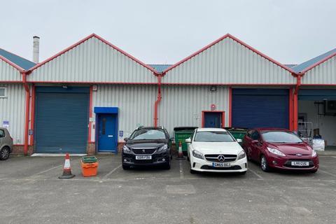 Warehouse to rent - Milton Road, Gravesend