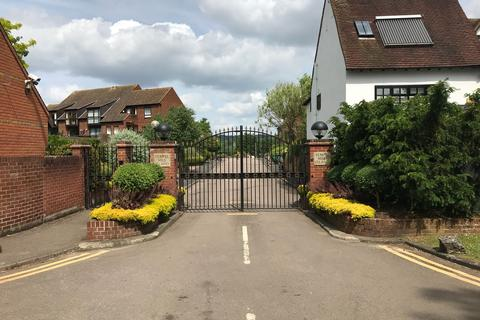 3 bedroom end of terrace house to rent - Temple Mill Island, Marlow