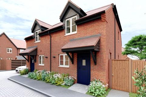 2 bedroom semi-detached house for sale - Summer Fields, Summer Lane, Pagham, West Sussex, PO21