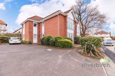 2 bedroom ground floor flat to rent - Glenair Avenue, Poole