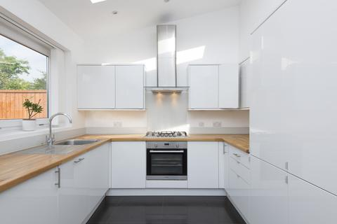 4 bedroom house to rent - Meadway, SW20