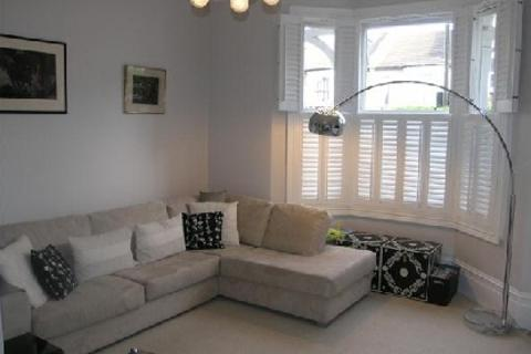 2 bedroom ground floor flat to rent - Westcombe Hill Blackheath London SE3