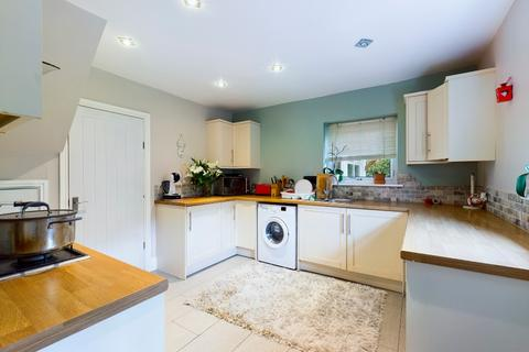 3 bedroom semi-detached house for sale - Charnock Place, Chell, Stoke-on-Trent, ST6