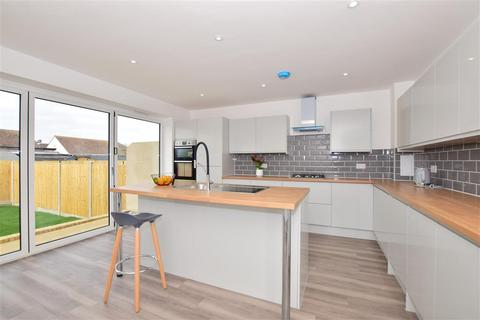 3 bedroom semi-detached house for sale - Jetty Road, Warden Bay, Sheerness, Kent