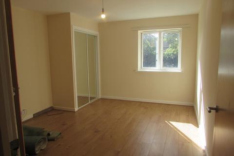2 bedroom flat to rent - Swaffham Court, Glandford Way, Romford, RM6