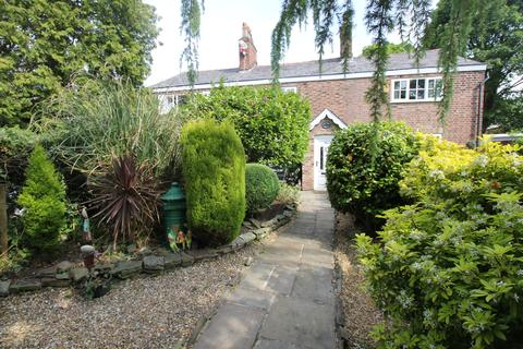2 bedroom cottage for sale - Davyhulme Road Davyhulme